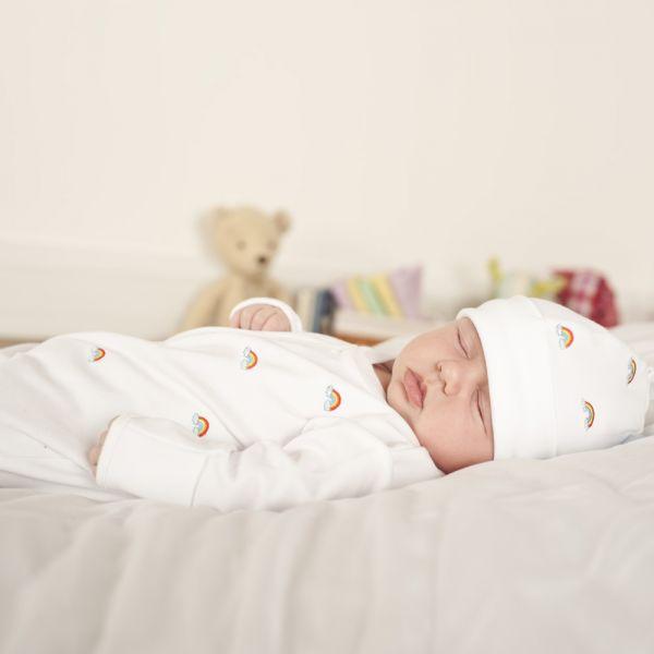 Gorrito Bebé de Algodón Bordado Arco Iris