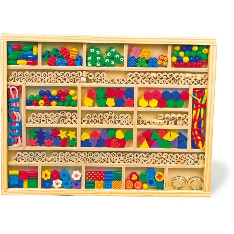 Caja de madera con muchísimas piezas para Ensartar