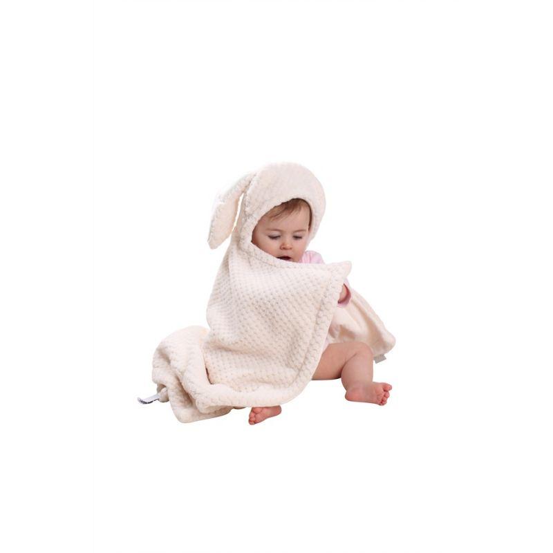 bebé con capa de baño