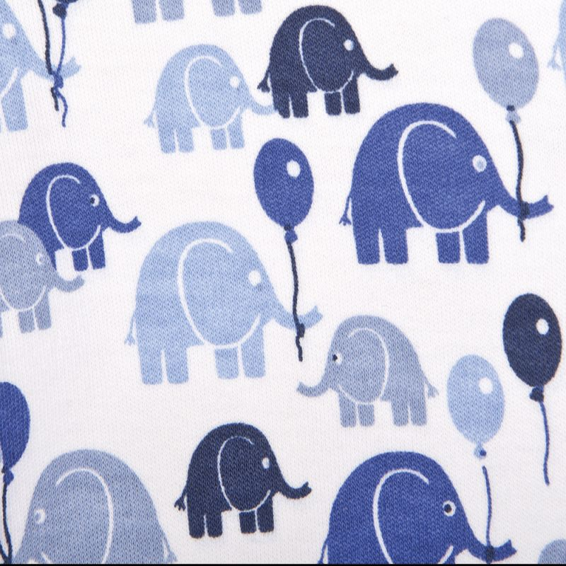 detalle del pijama para bebés de elefantes en color azul