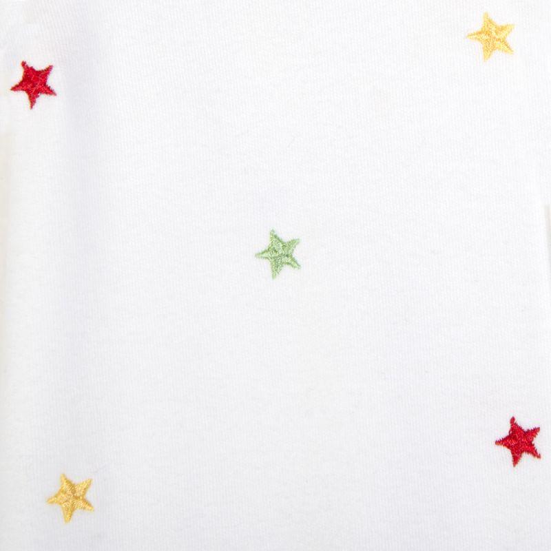 detalle pijama bebés estrellas de colores