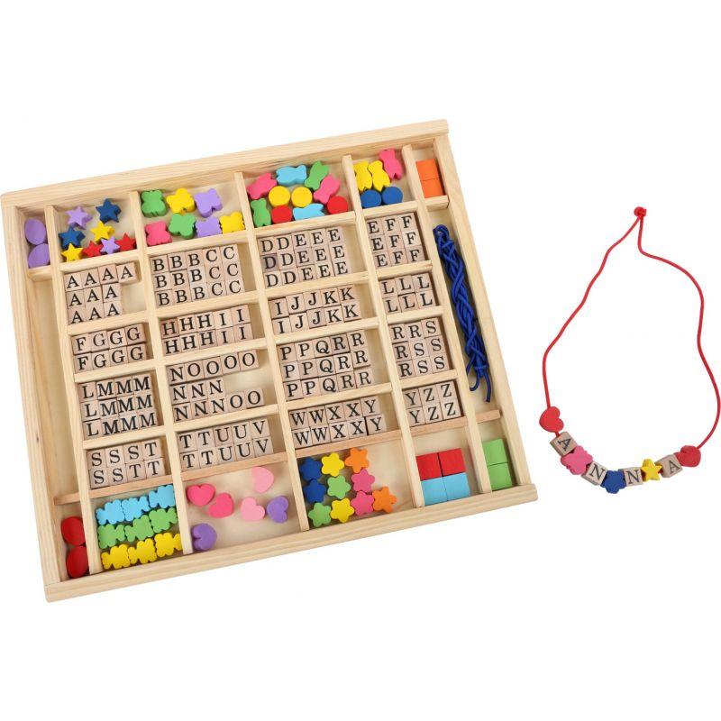 Perlas y letras de madera para hacer pulseras y collares