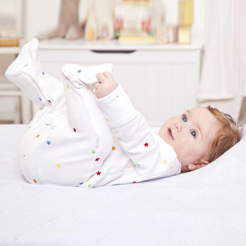Pijama para Bebés Bordado con Estrellitas de Colores