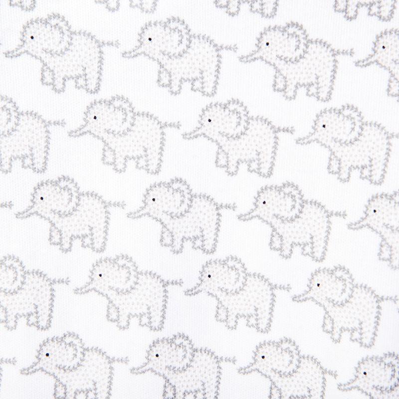 detalle del pijama para bebés gris