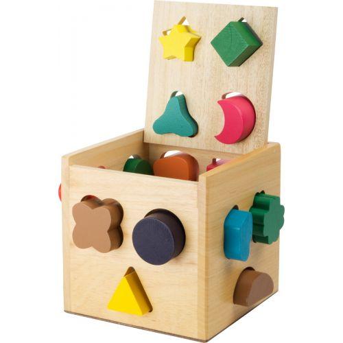 cubo de madera con piezas